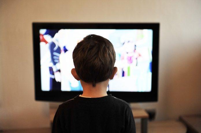 ১৫ মিনিটের বেশি টিভি দেখলে শিশুদের সৃজনশীলতা কমে:গবেষণা